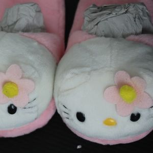 Hello Kitty Slippers size 6-7